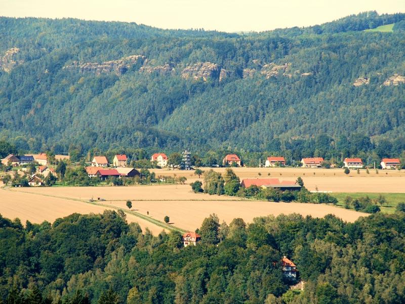 Foto: Harald Thiele - Blick auf Rathmannsdorf mit Aussichtstum