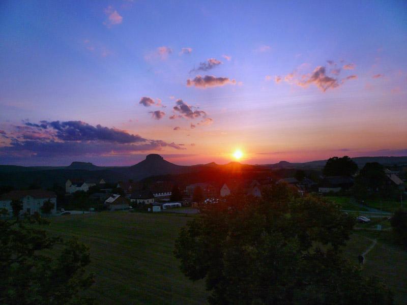 Foto: Tino Büttner - Lilienstein und Festung Königstein Sonnenuntergang