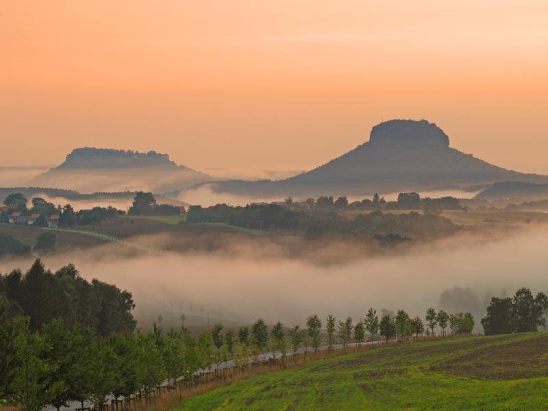 Foto: Harald Thiele - Lilienstein und Festung Königstein im Nebel